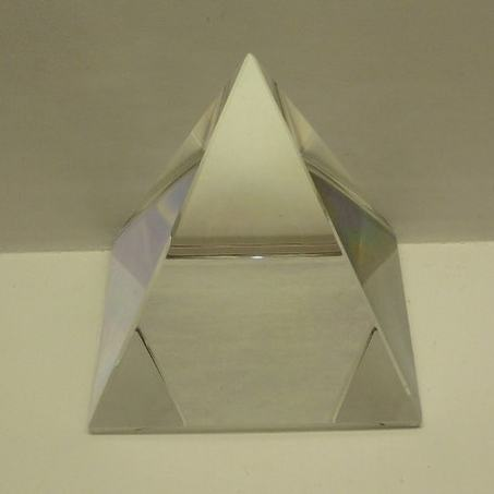 Пирамида хрусталь 4*4*4 см