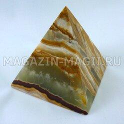Pyramid of onyx (7*7*7.5 cm)
